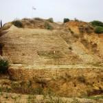 Führung durch die archäologischen Stätten Ashkelons. Stadtmauer.